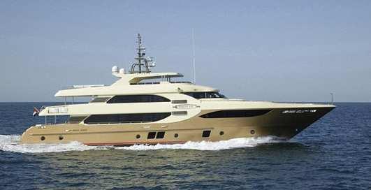 Яхта с золотым унитазом: уже в продаже