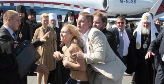 Секс для Патриарха: Кирилла атаковали FEMEN