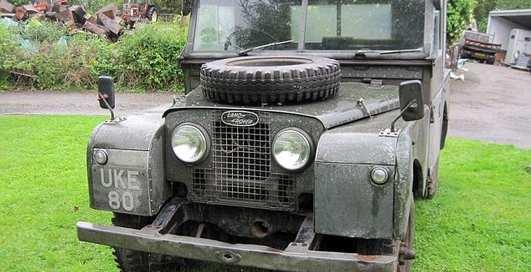 Авто под зад премьера: Land Rover министра