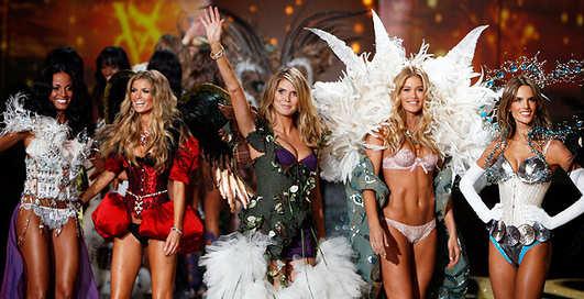 Полуголые на сцене: шоу Victoria's Secret-2012
