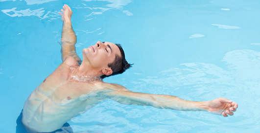 Как научиться плавать взрослому