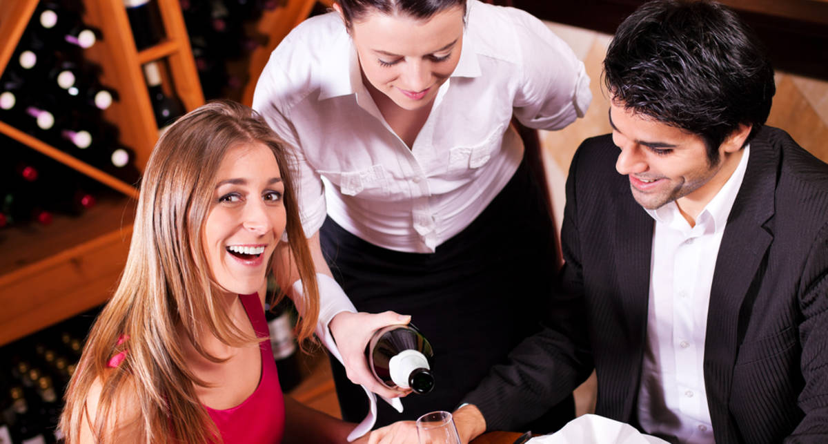 Совет дня от сомелье: наливай вино красиво