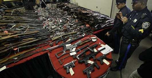 Ствол на стол: США разоружается после трагедии