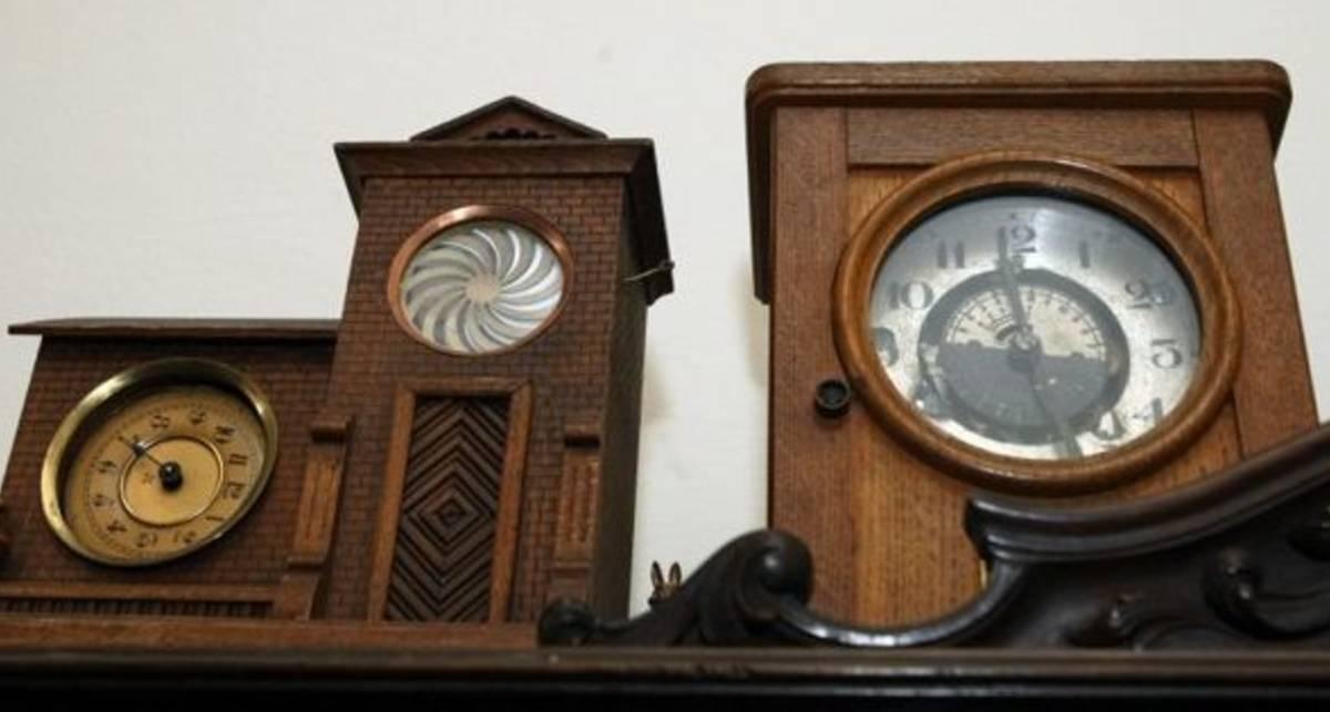 Старинные часы: как хранить раритеты