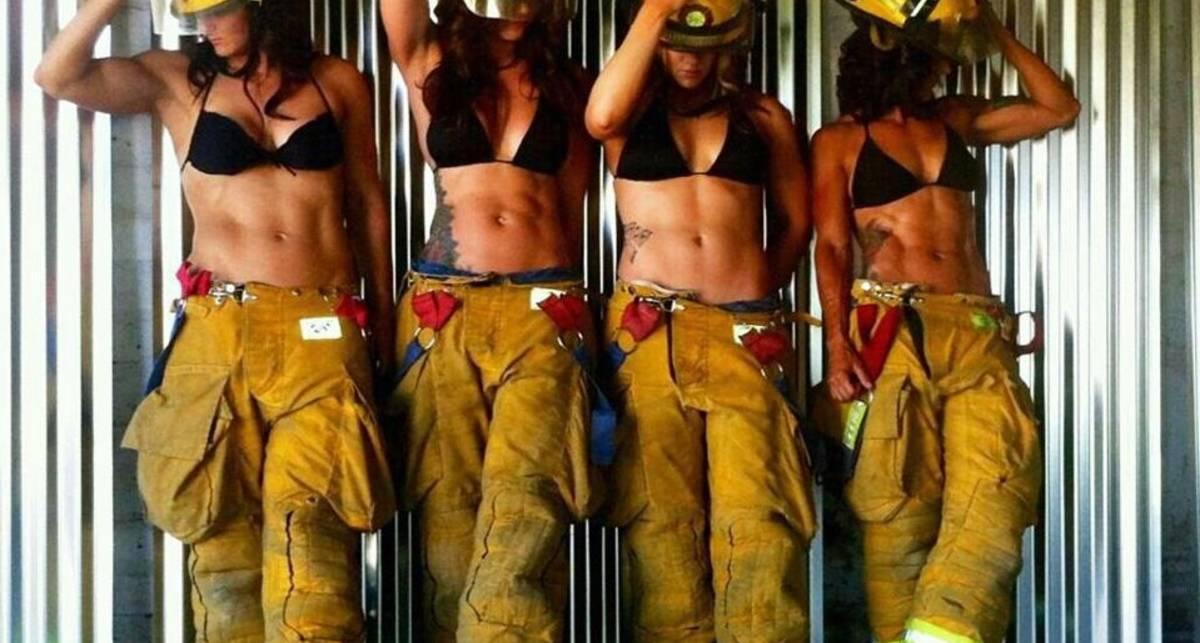 День пожарного: красавицы в шлемах