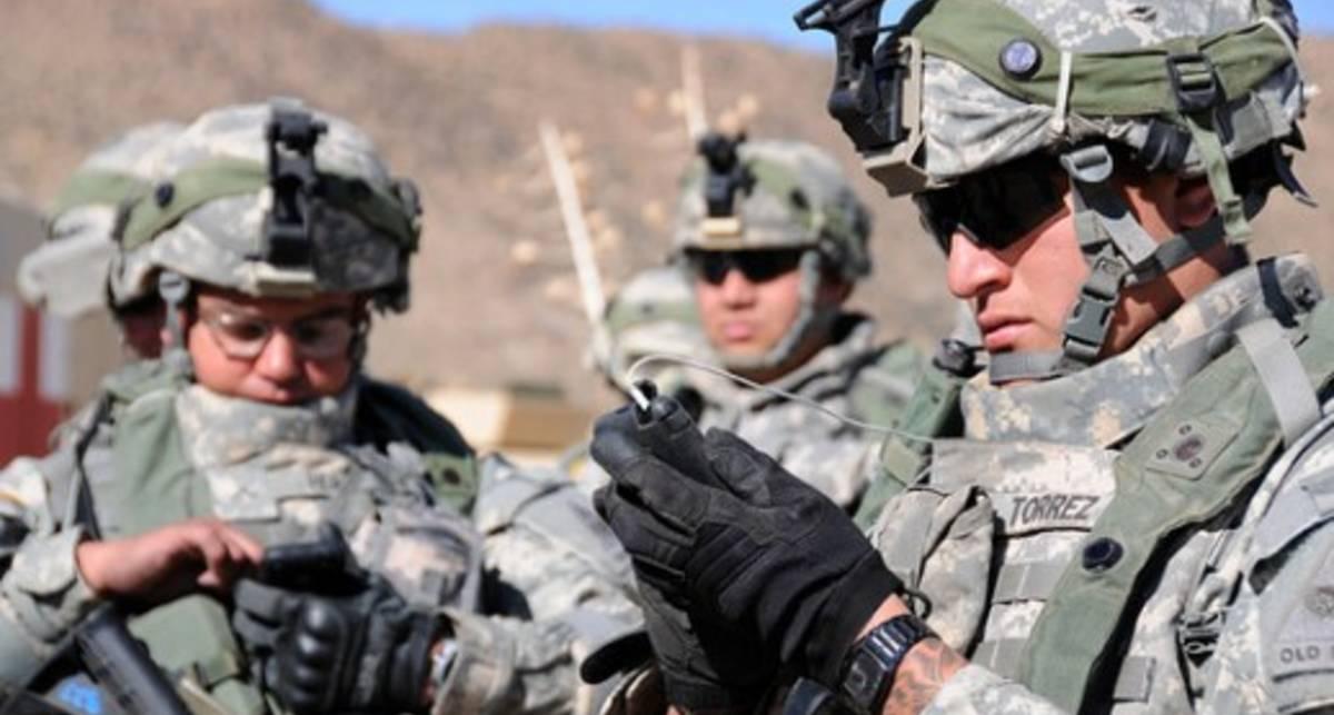 Поздравление с 6 декабря: смс для военных