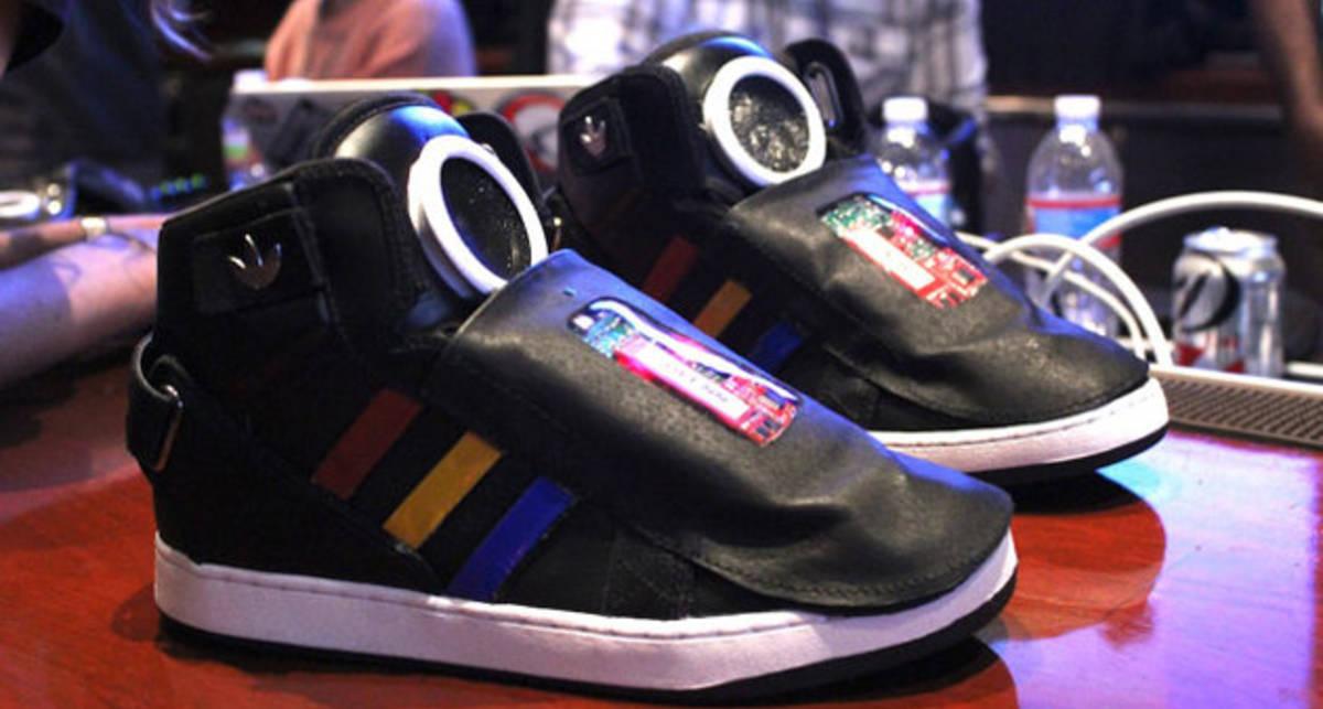 Говорящие кроссовки: подарок для спортсмена