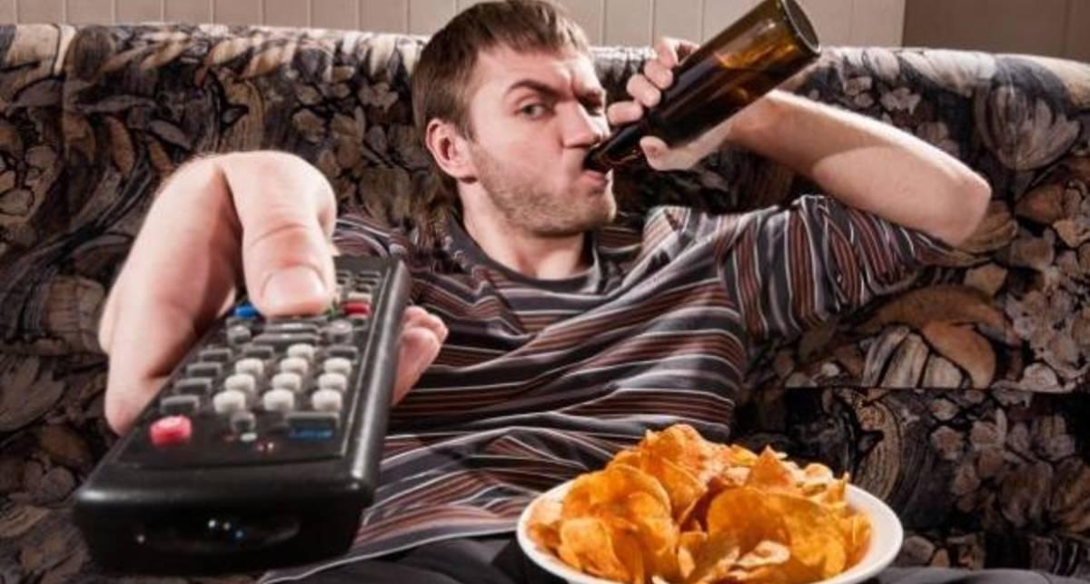 Обедать у телевизора опасно - ученые