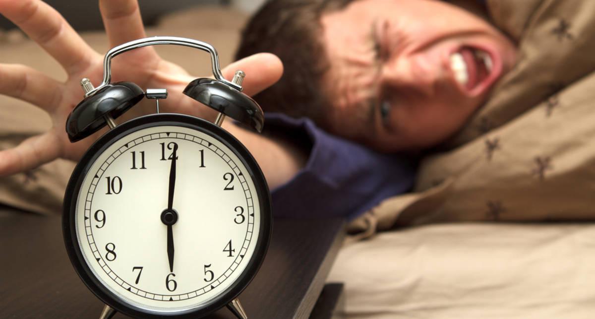 Можно ли дарить часы: правда о суевериях