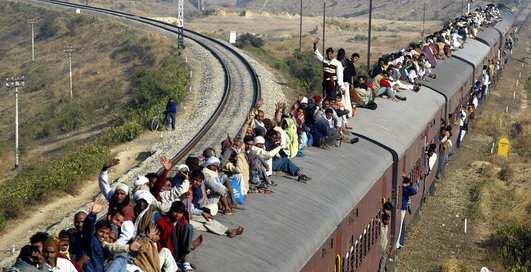 День железнодорожника: как ездить на поезде по-мужски