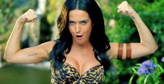 Кэти Перри показала леопардовые бикини в клипе