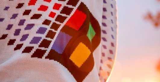Microsoft представили уродливый рождественский свитер, который хотят все (ну или почти все)