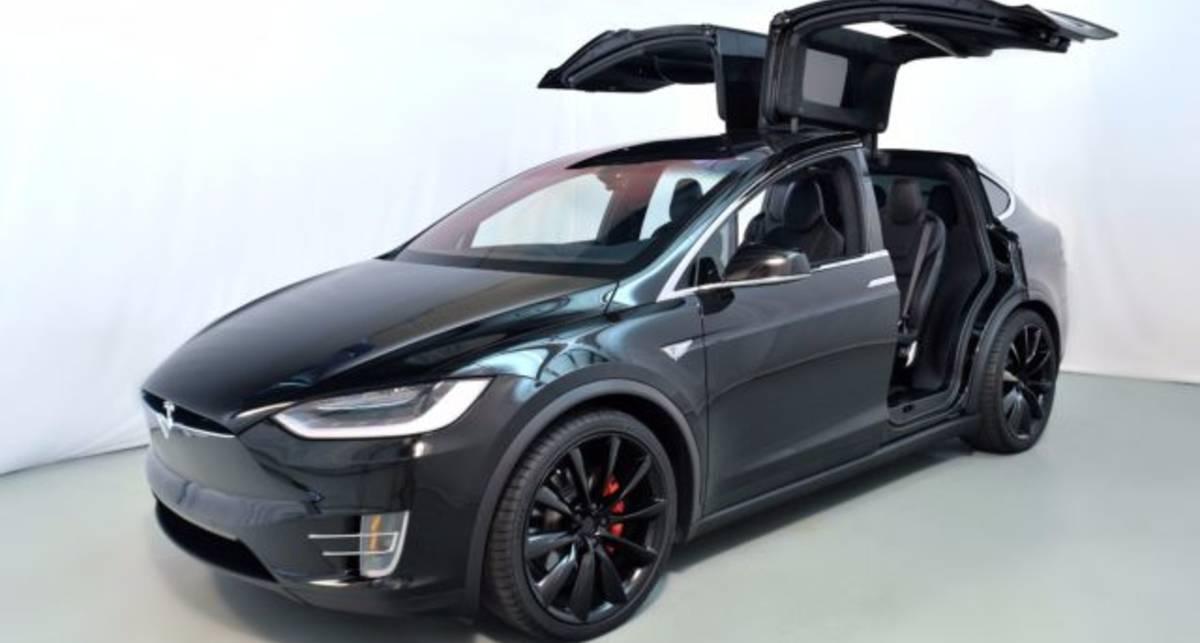 Если ты олигарх или депутат: Появилась бронированная Tesla Model X