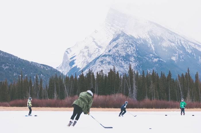 Катание на коньках и хоккей - разница небольшая