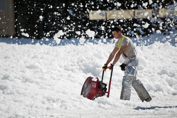 Уборка снега - крутой фитнес