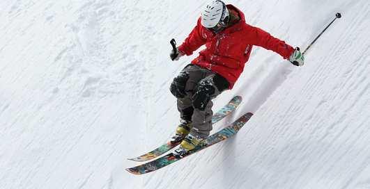 Игра в снежки и санки: зимние забавы как альтернатива тренажерке