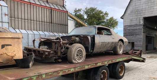 В заброшенном гараже через 40 лет нашли редкий авто легендарного актер