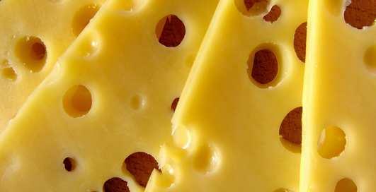 Дырявая еда: почему сыр - это невероятно полезно?