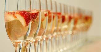 6 необычных новогодних коктейлей на основе шампанского