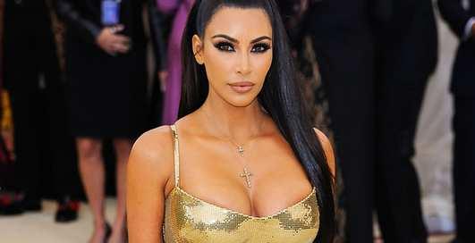 Сверкает до кончиков зубов: Ким Кардашьян обогатила свою улыбку бриллиантами