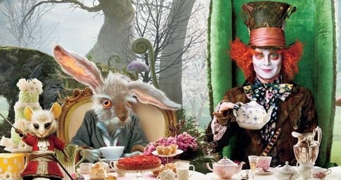 Может Шляпник оттого и сбрендил, что чая много пил?