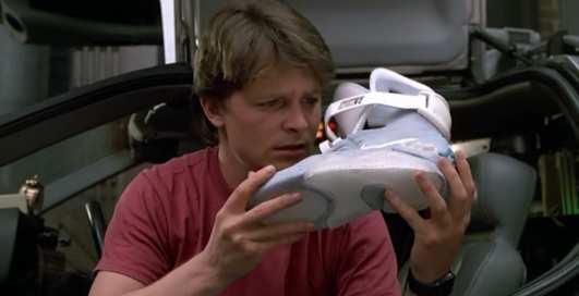 Назад в будущее? Nike выпустили умные кроссовки для баскетболистов