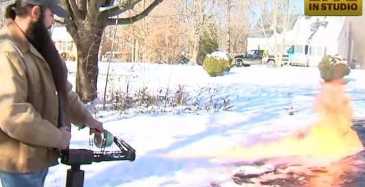Как почистить снег огнеметом: опыт американца