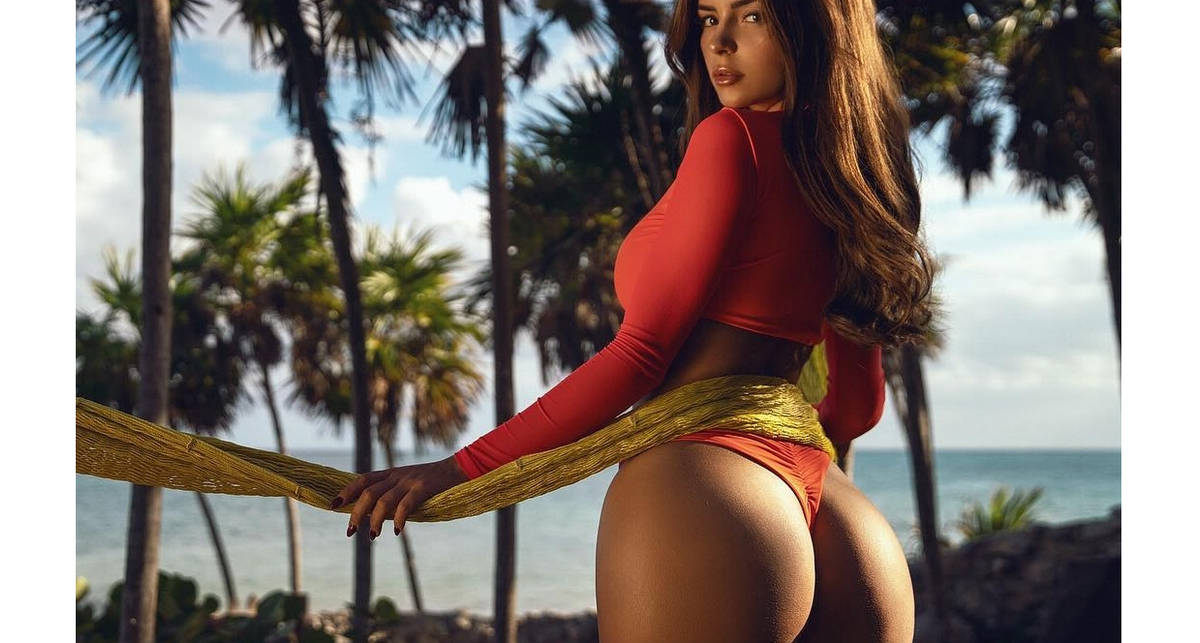 Деми Роуз и её пышные формы: Модель показала горячие фото