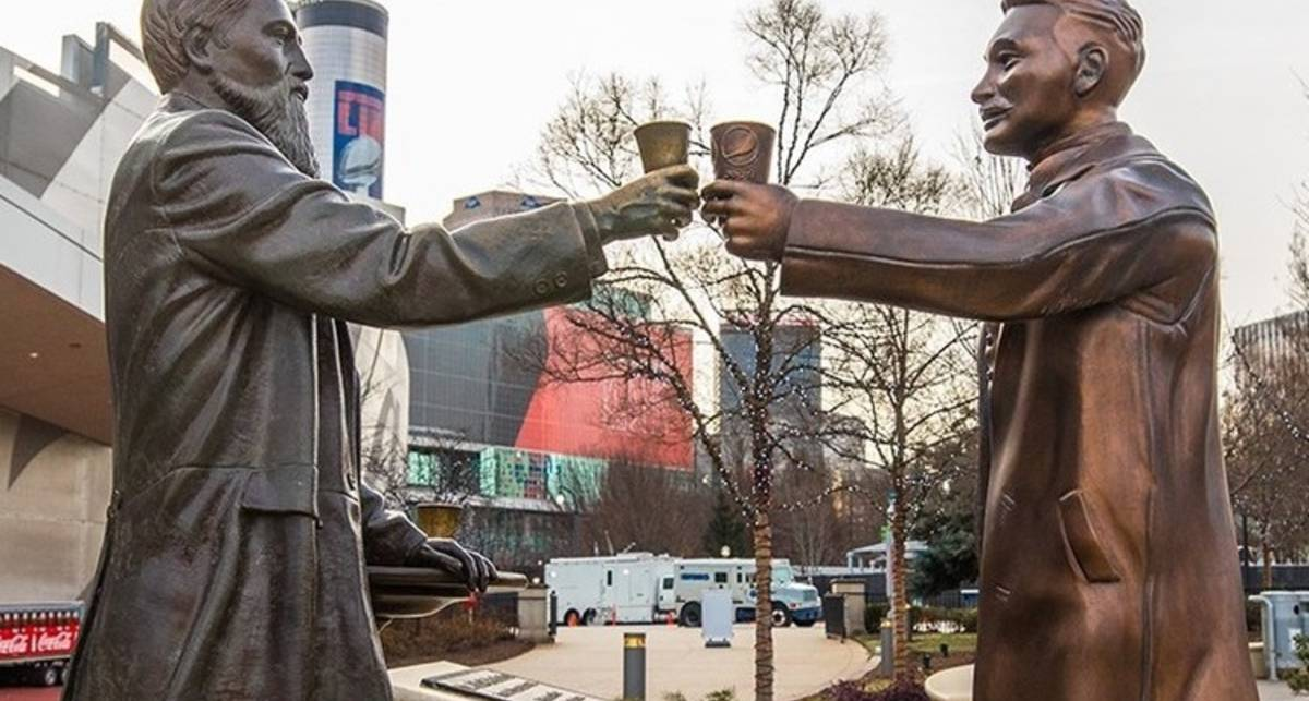 Вечные конкуренты: Pepsi установили памятник в знак примирения с Coca-Cola