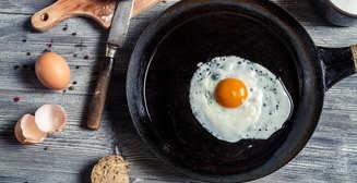 Как приготовить съедобную яичницу зеленого цвета
