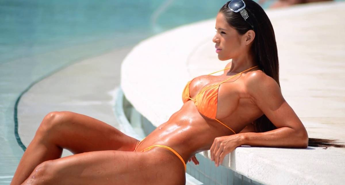 Багамская свинья укусила за ягодицы фитнес-модель Мишель Левин