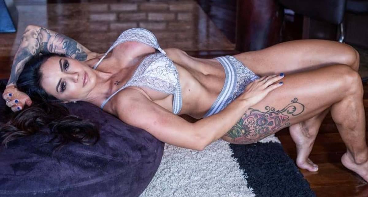 Красотка дня: фитнес-модель с силиконовой грудью Рената Коста
