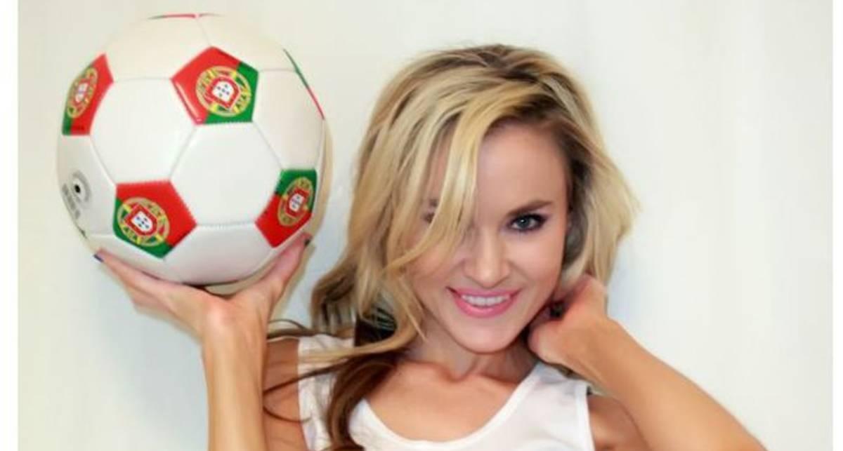 Актриса и болельщица сборной Португалии Пола Лабаредас разделась перед матчем