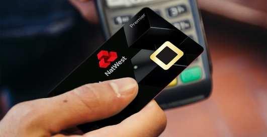 Появились банковские карты со встроенным сканером для отпечатков пальцев