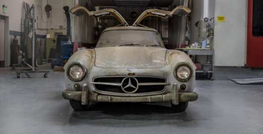 """Легендарный Mercedes с """"крыльями чайки"""" простоял в гараже больше 50 лет"""