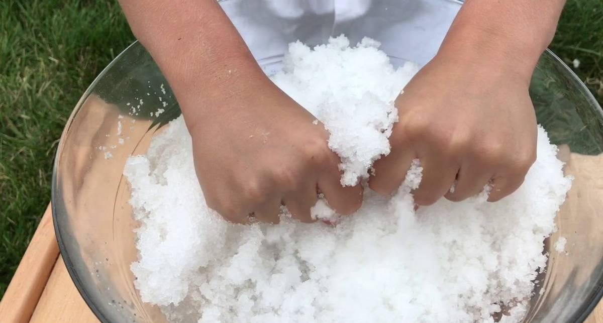 Как сделать искусственный снег дома