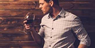Бутылка вина в неделю также вредна, как и пять сигарет, - ученые