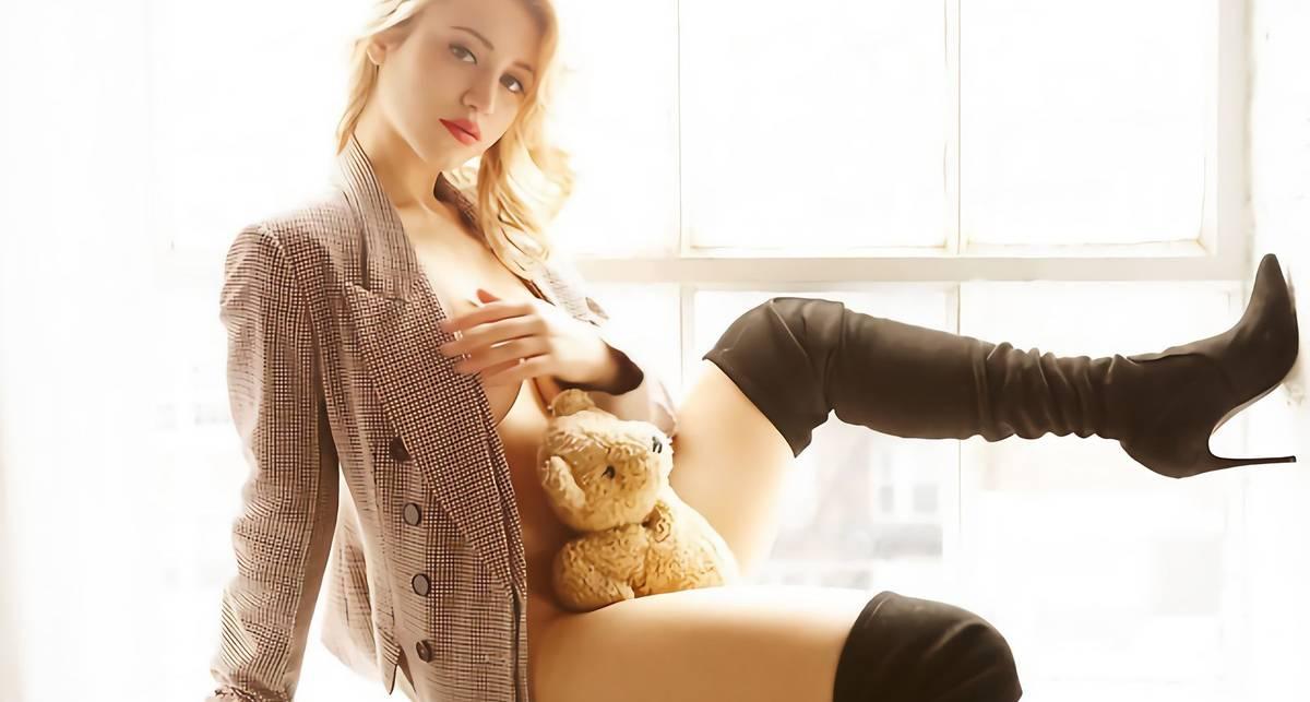 Красотка дня: пышногрудая актриса и модель Кейли Коуэн