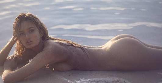 Модель Роми Стрейд устроила голую фотосессию на пляже