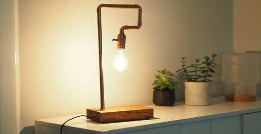 Как сделать дома настольную лампу из медных труб