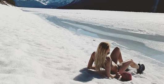 Ни холода, ни зноя не боится: волейболистка Наталья Клименова показала фото в бикини