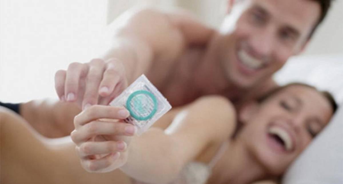 Только вдвоем: в Аргентине выпустили презервативы, открывающиеся только в четыре руки