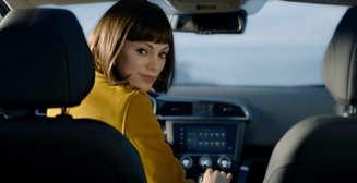 Сексуально-виртуальна: героиня-робот стала лицом Renault Kadjar