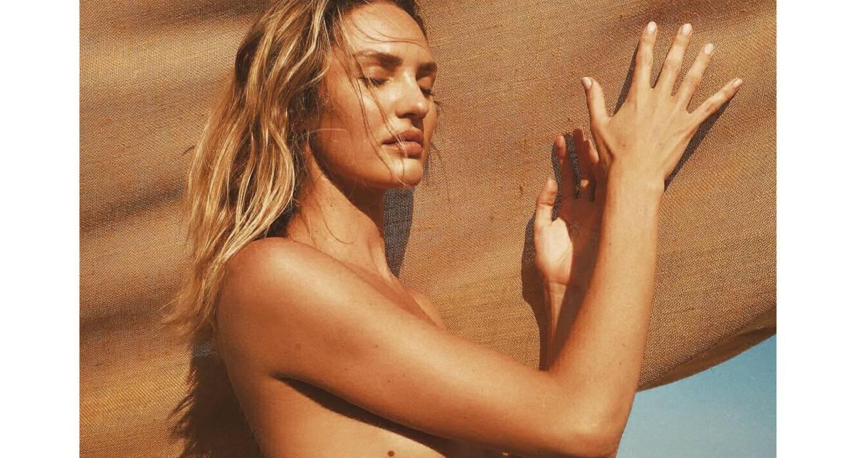 Теперь по согласию: Модель Кэндис Свейнпол разделась на пляже