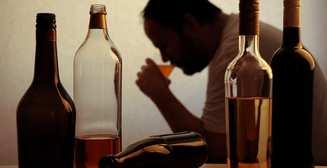 Фальшивая улыбка - путь к алкоголизму - новое исследование ученых
