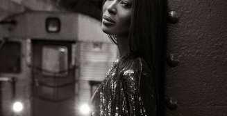 Голая в метро: Наоми Кэмпбелл в рекламной кампании Valentino