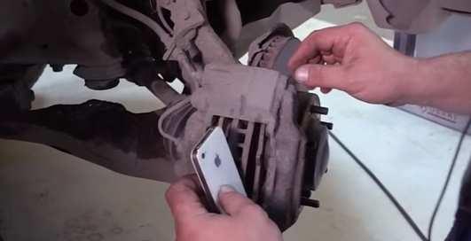 Что будет, если заменить тормозные колодки на айфоны?