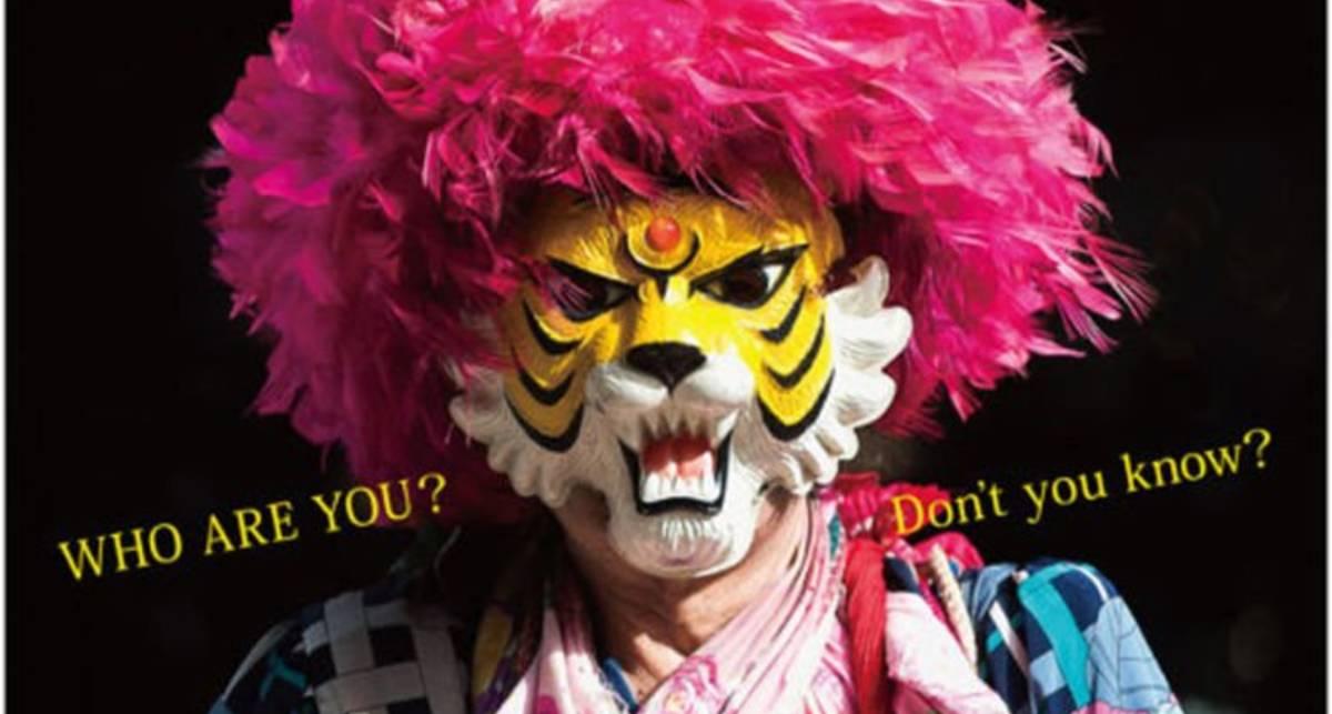 Мужчина 45 лет живет в маске тигра. Он считает, что он тигр