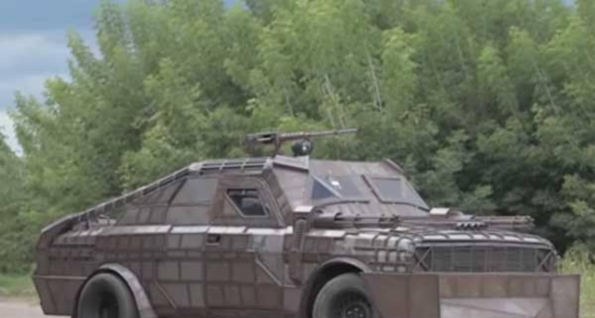 """На случай апокалипсиса: белорус собрал автомобиль против зомби на основе старой """"волги"""""""
