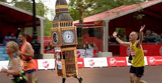Шпилем зацепился: спортсмен пробежал марафон в костюме Биг-Бена
